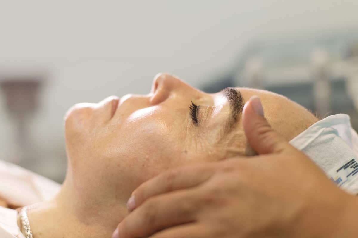 Dra Roxana Cobo - Rejuvenecimiento Facial No Invasivo - SkinLight Sorisa Cali